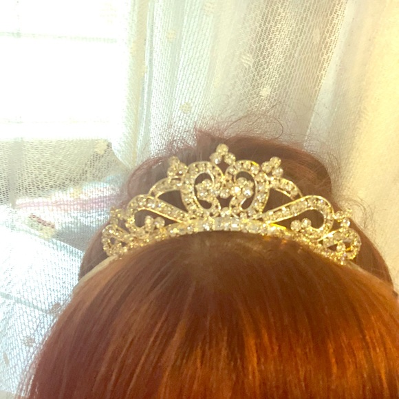 Crystal Tiara never used only put in for pics..